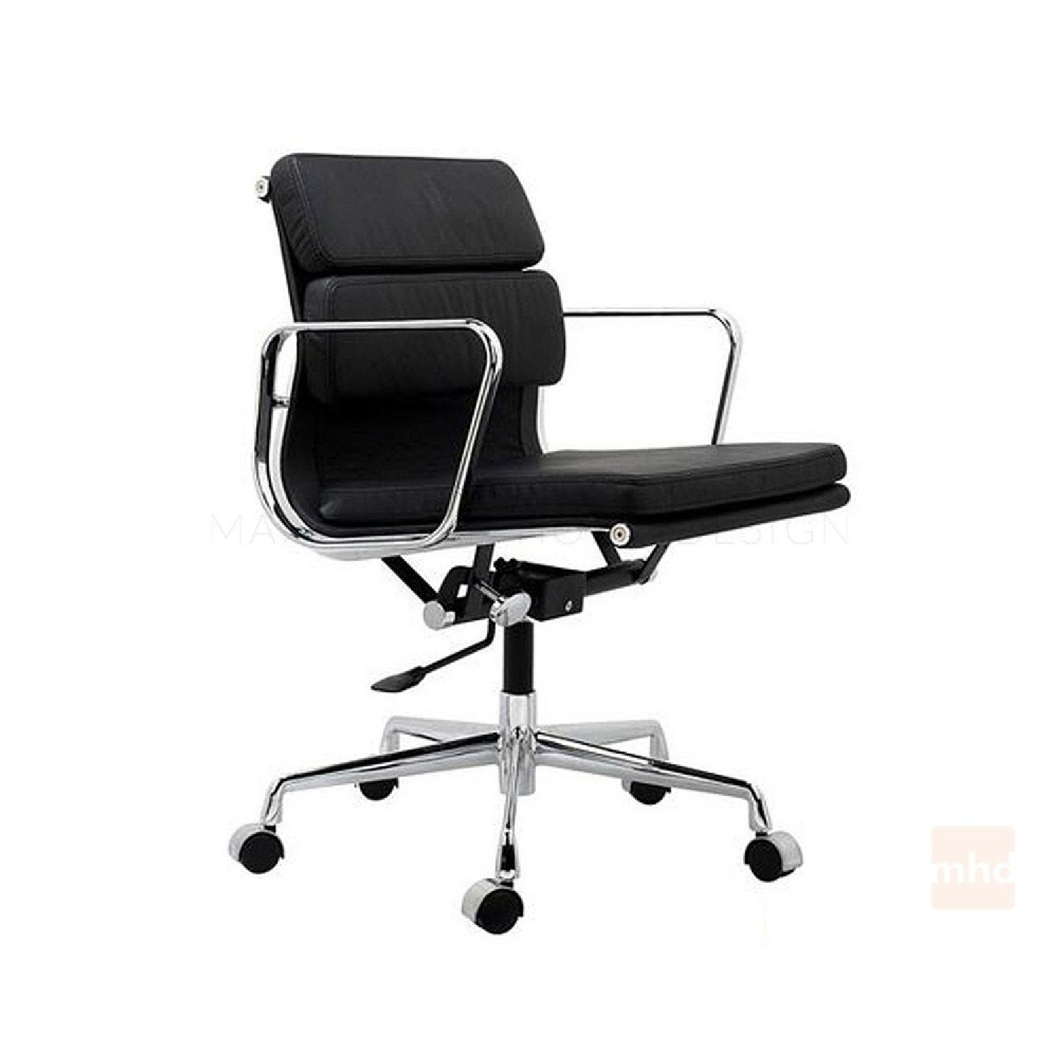 Eames Soft Pad Management Chair Replica