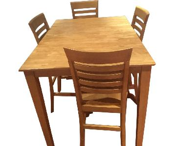 Raymour & Flanigan Expandable Dining Table w/ 4 Chairs