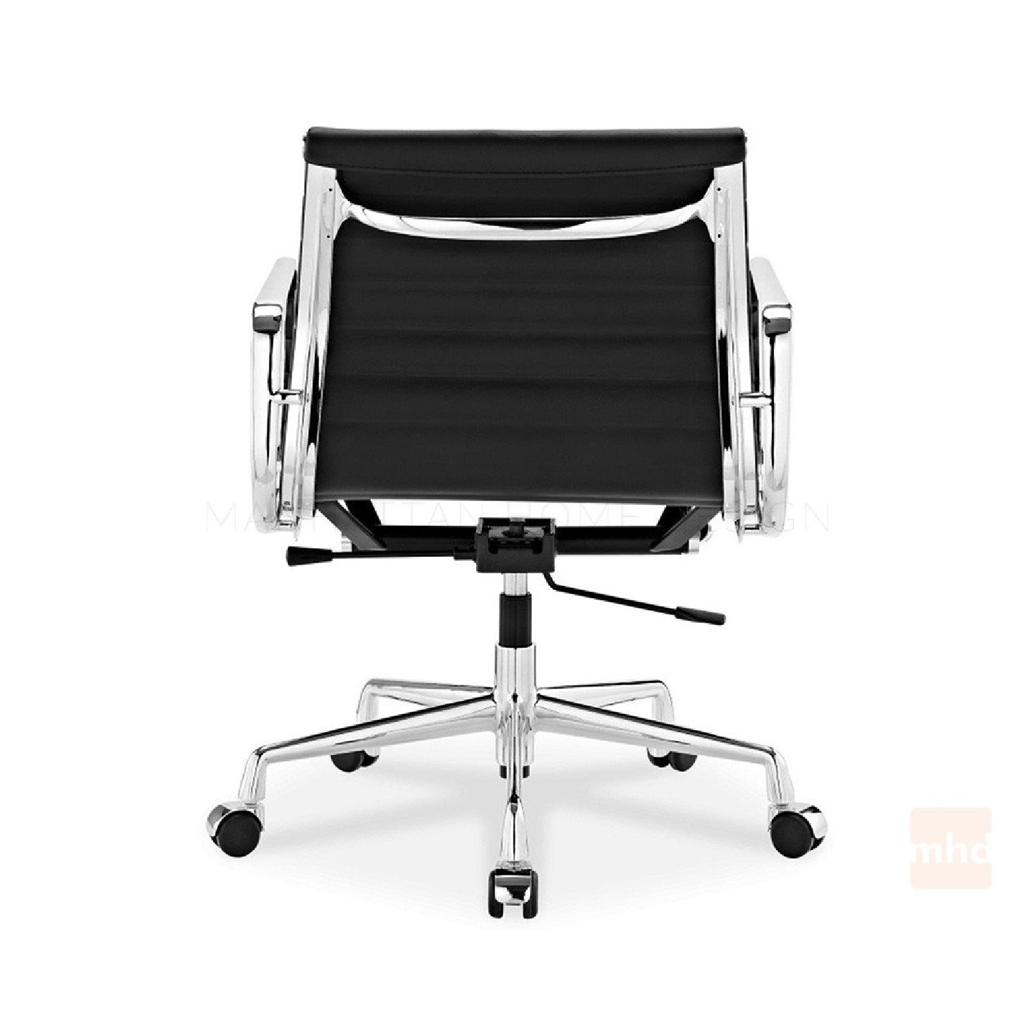 Eames Management Chair Replica in Black AptDeco