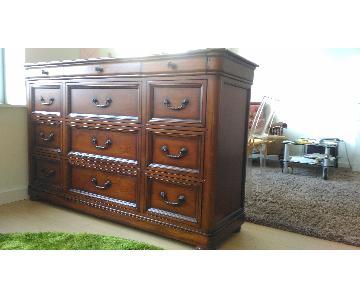 Fine Furniture Design Raylen Triple Dresser