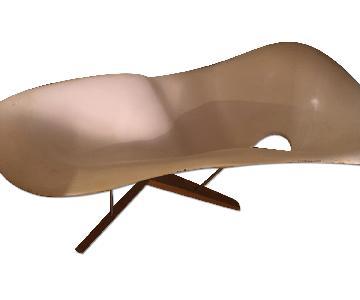 White on White Furniture Le Corbusier Lounge Chair Replica
