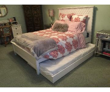 Pottery Barn Teen Full Size Bed w/ Trundle
