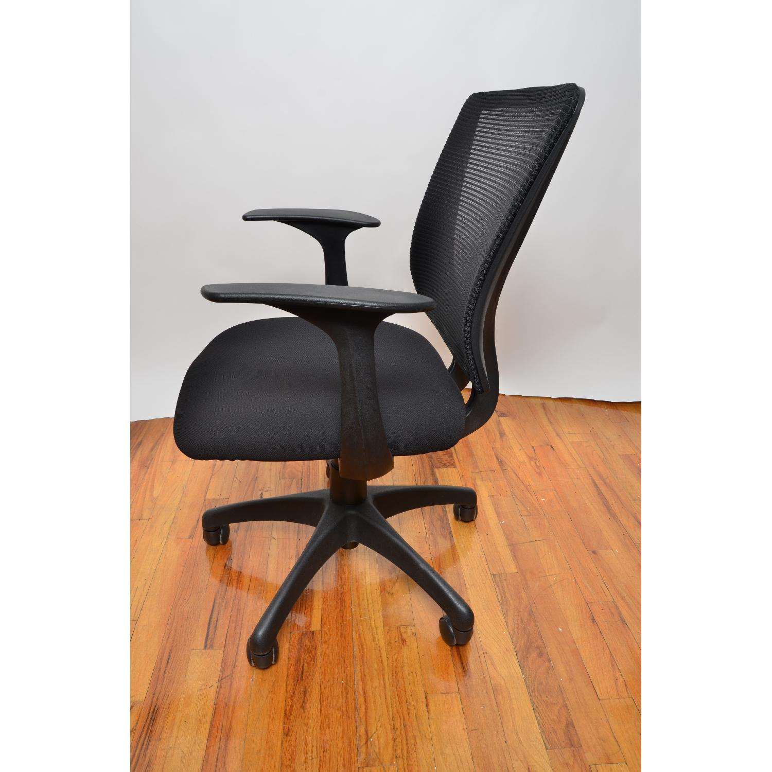 Staples Black Rolling fice Chair AptDeco