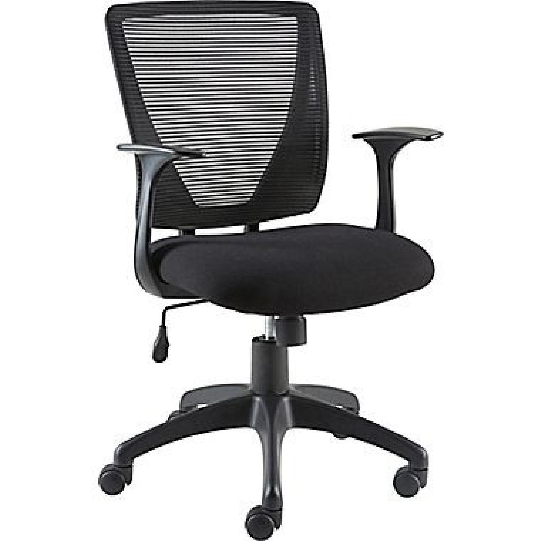 staples black rolling office chair - aptdeco