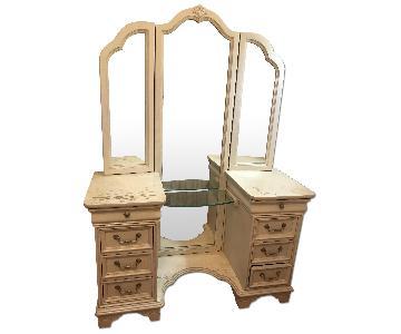 Lexington Furniture Vanity w/ Tri-Fold Mirror