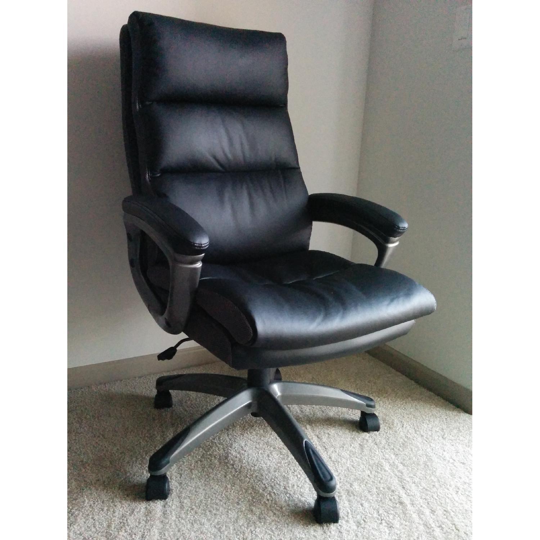 Staples Rockvale Luxura Chair AptDeco