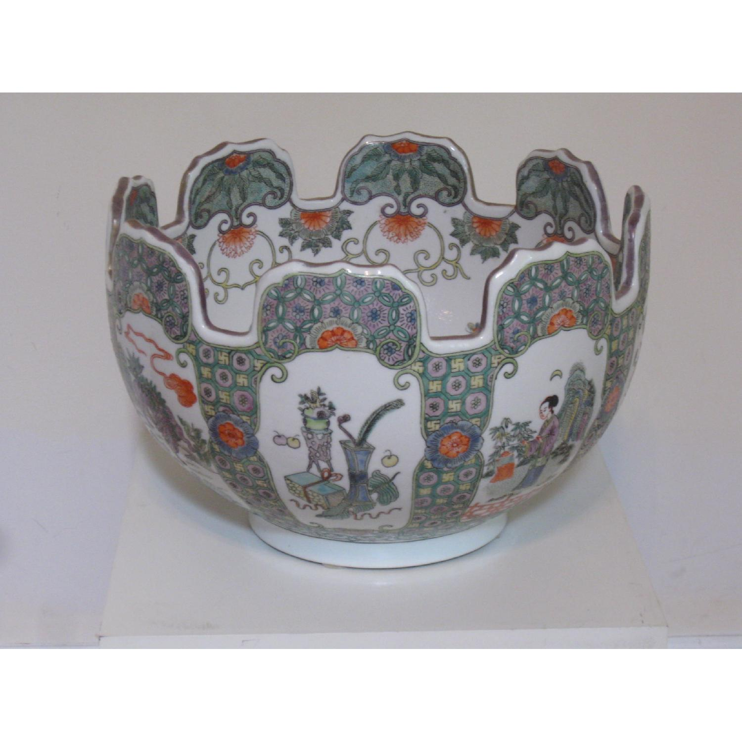 Chinese Porcelain Bowl with Scalloped Top - image-1