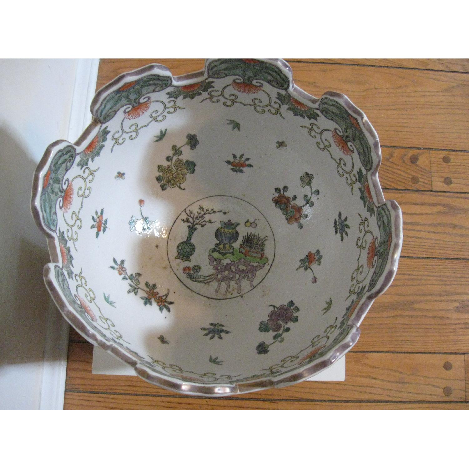 Chinese Porcelain Bowl with Scalloped Top - image-2