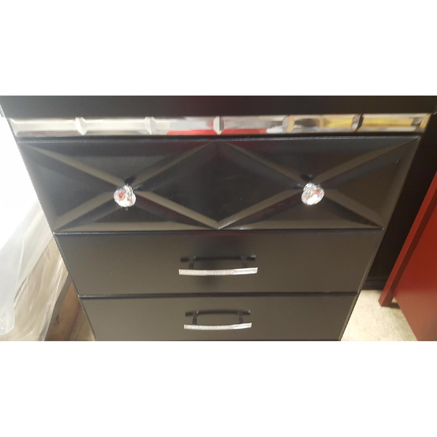 Ashley's Fancee 5 drawer chest - image-5