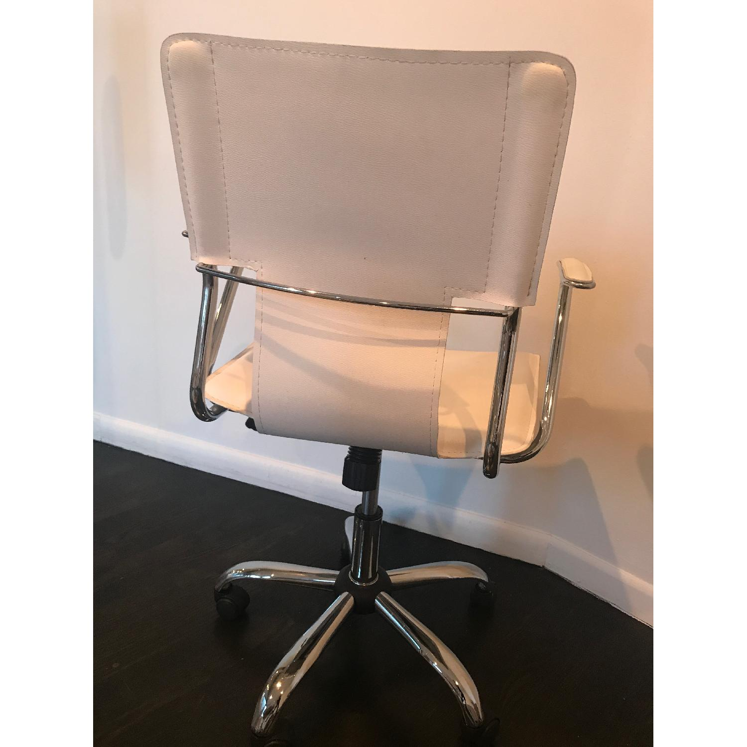 Zuo Trafico Leatherette Office Chair In White Aptdeco