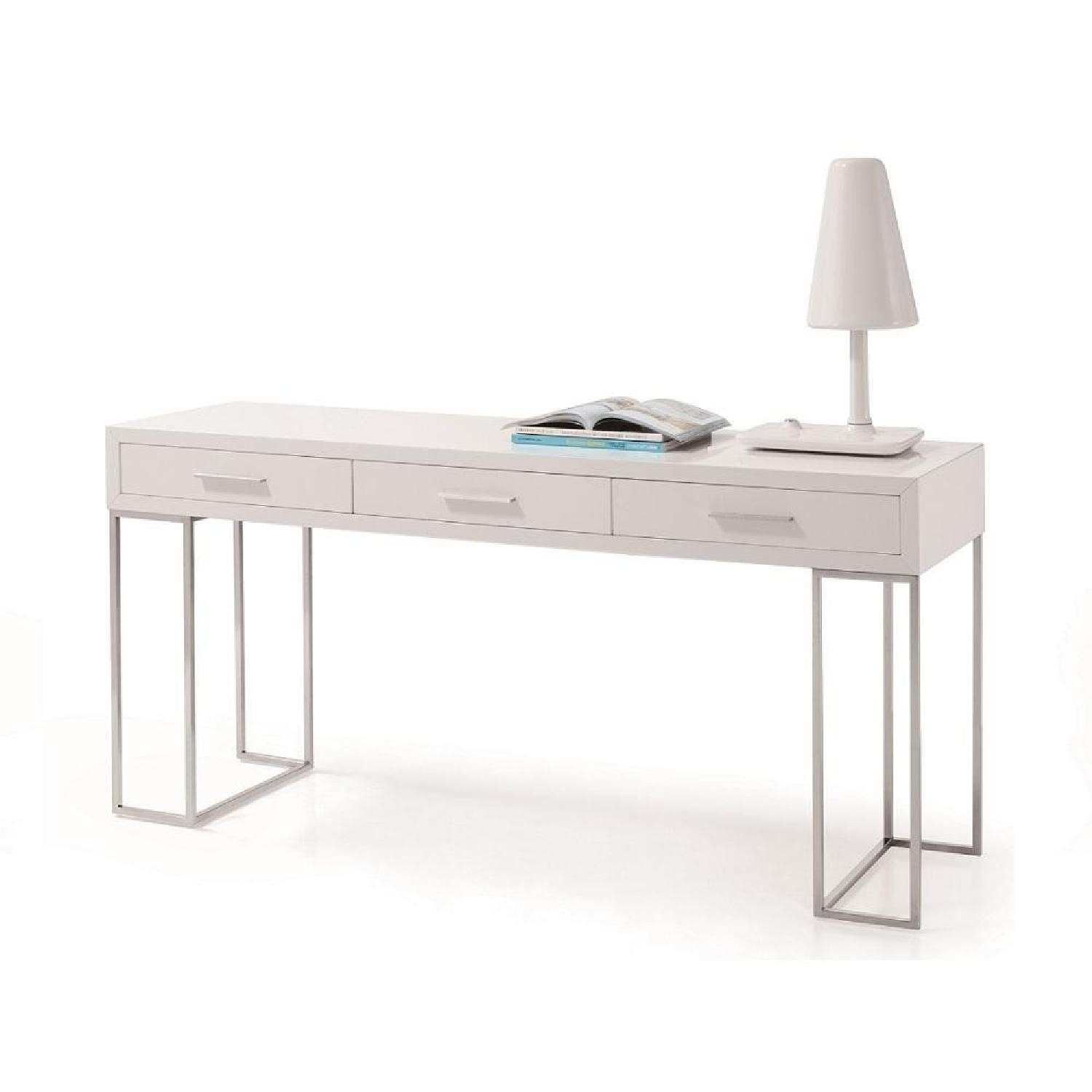 White High Gloss Finish w/ Stainless Steel Legs