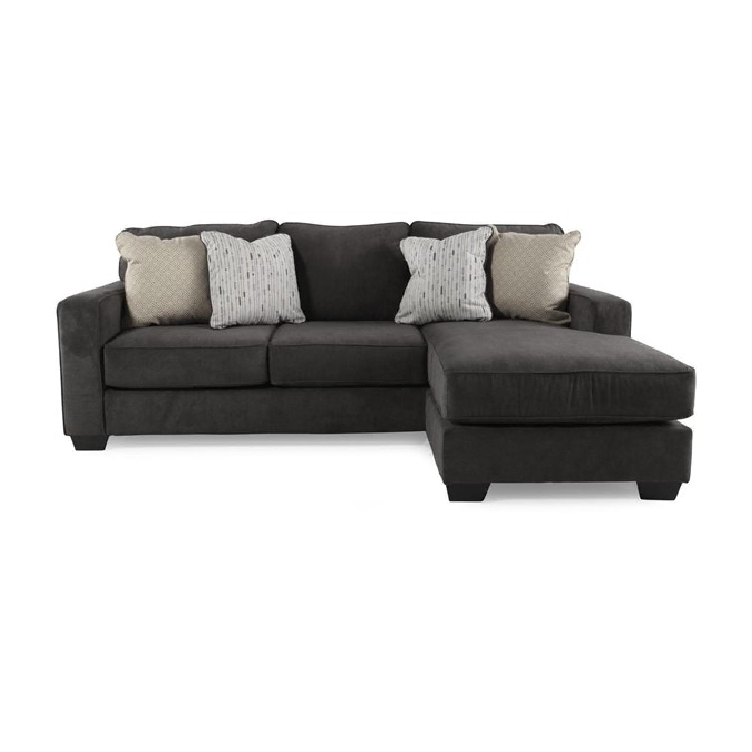 Jennifer convertibles modern sectional w reversible aptdeco for Chaise convertible
