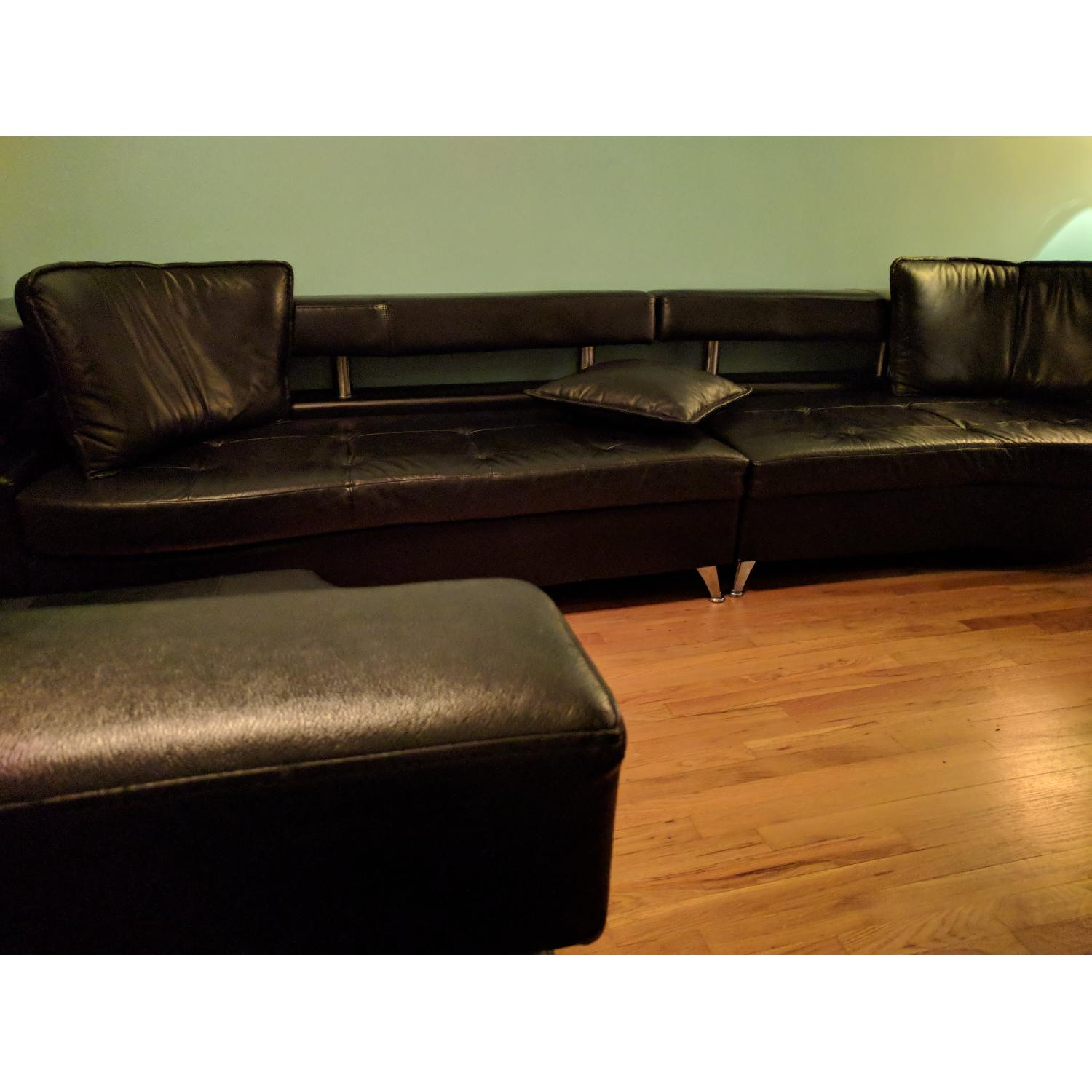 Black faux leather 3 piece sectional sofa aptdeco for Small spaces sectional sofa black faux leather