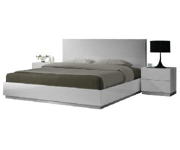 Modern Platform Full Bed Finished in White Laquer