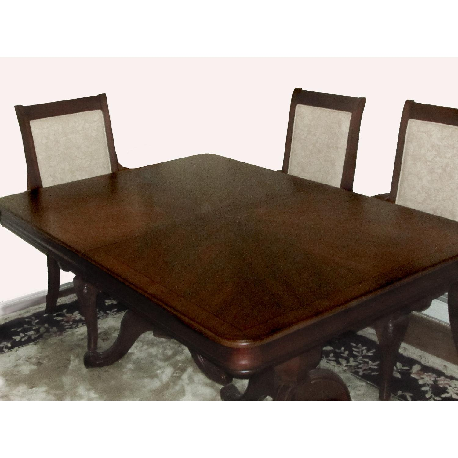 Raymour flanigan mahogany dining table w 6 chairs aptdeco for Dining table with 6 chairs