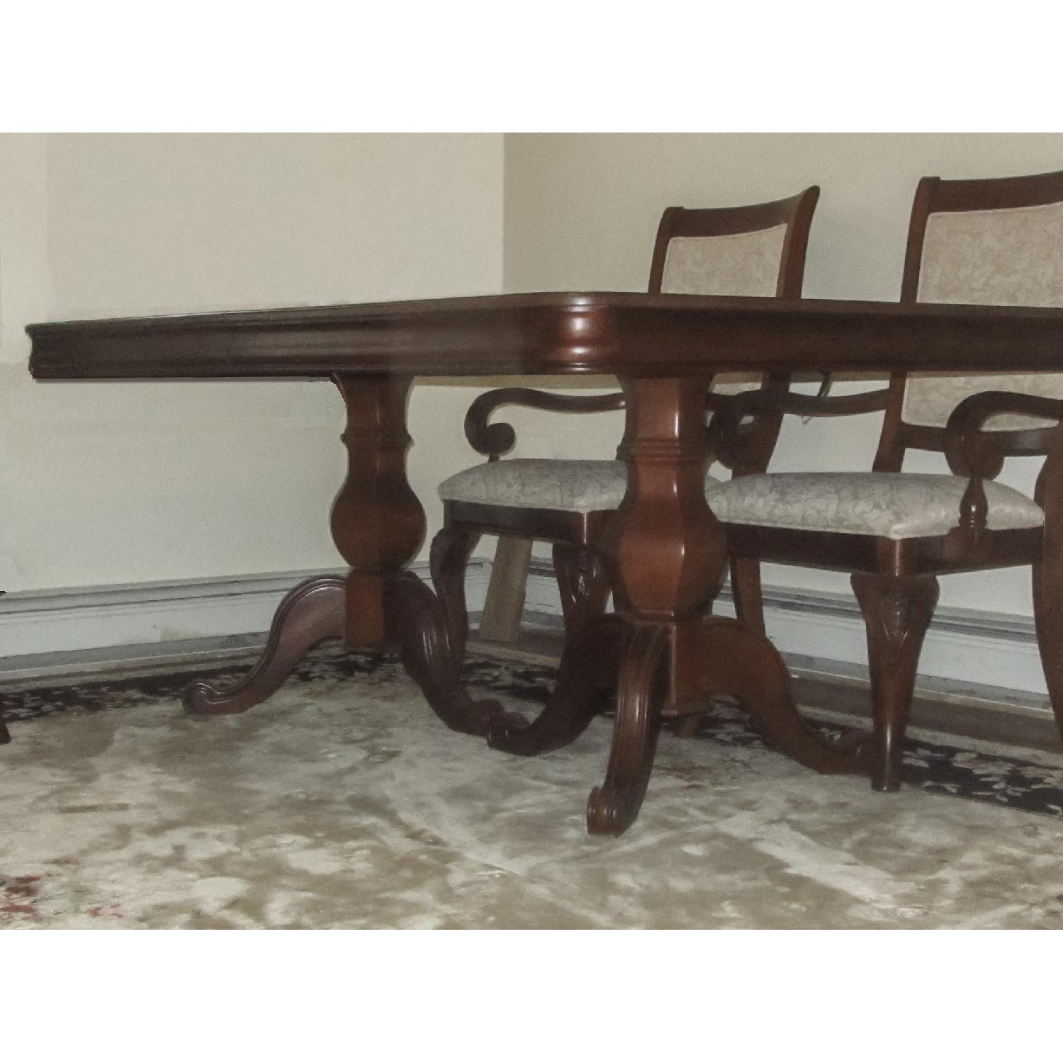 Raymour And Flanigan Kitchen Sets: Raymour & Flanigan Mahogany Dining Table W/ 6 Chairs
