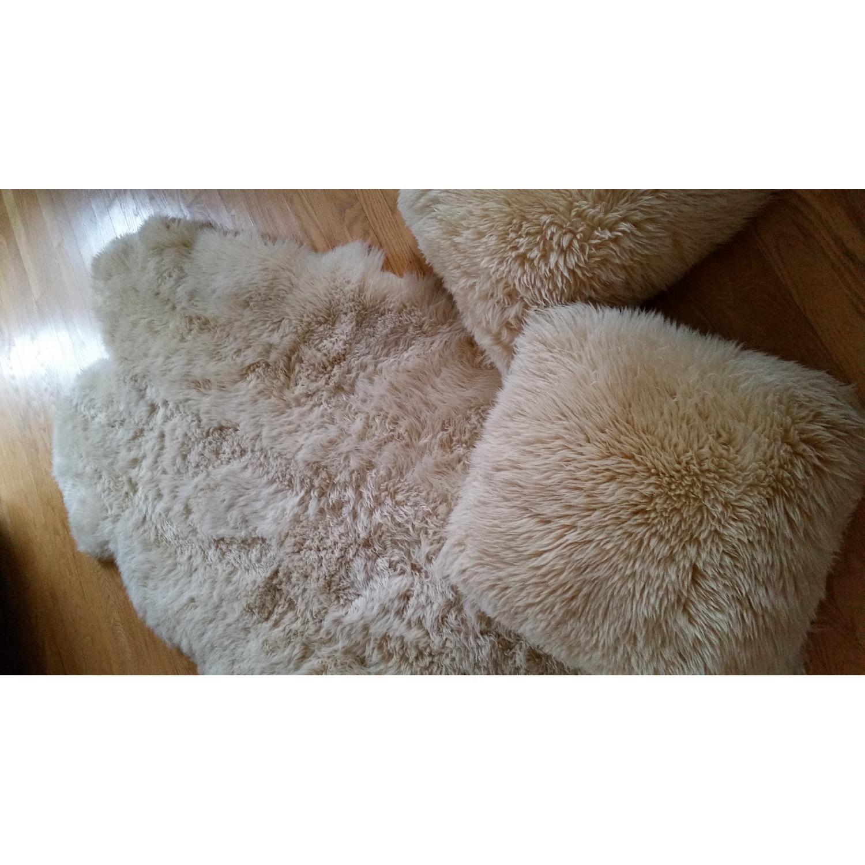 Sheepskin Rug + 2 Pillows - image-1