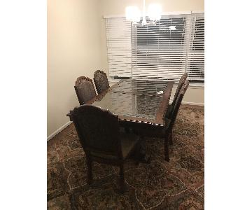 Rooms To Go 6-Piece Expandable Dining Set