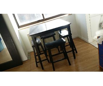 Jennifer Convertibles Dining Table w/ 4 Bar Stools