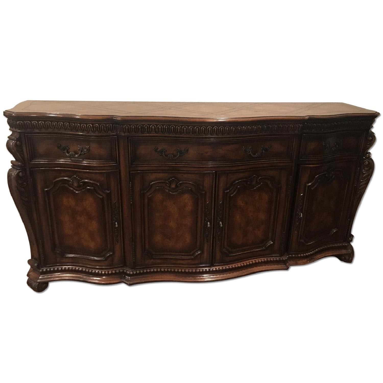 Hooker Furniture Mahogany Detailed Wood Chest