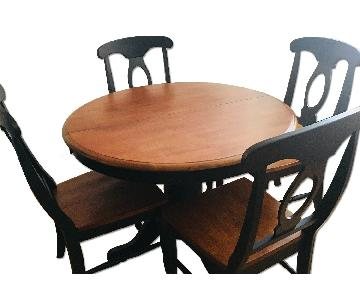 Raymour & Flanigan Kenton Round Dining Table w/ 4 Chairs