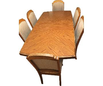 Broyhill Dining Table w/ 6 Chairs