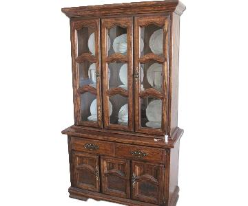 Levitz Furniture Illuminated China Cabinet