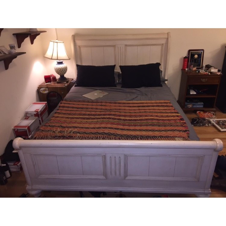 Ashley\'s Queen Off-White Hardwood Bedroom Set
