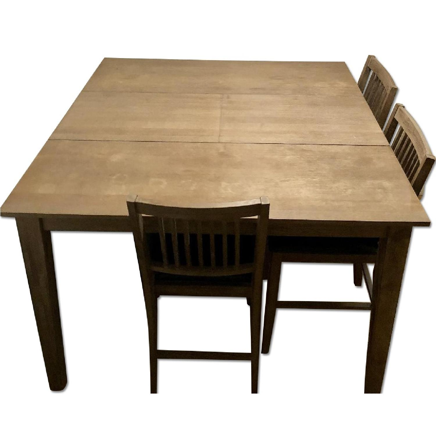 Rooms To Go Dining Table w/ Butterfly Leaf & 3 Chairs