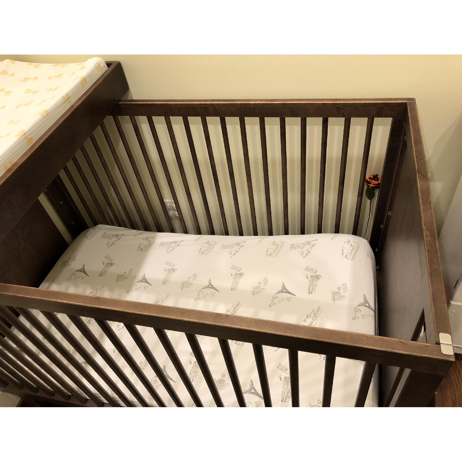 f804ffdc93bc ... Oeuf Sparrow Crib w/ Changing Table Top-5 ...