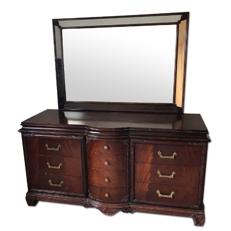 Antique 1930s Dresser w / Mirror