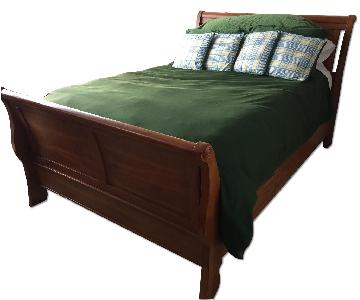 Broyhill Queen Size Sleigh Bed