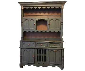 Broyhill Yorkshire Cabinet Hutch