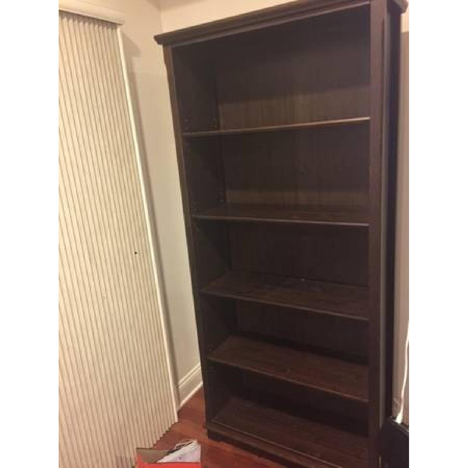 Ikea classic wooden bookcase aptdeco for Ikea wooden bookshelf