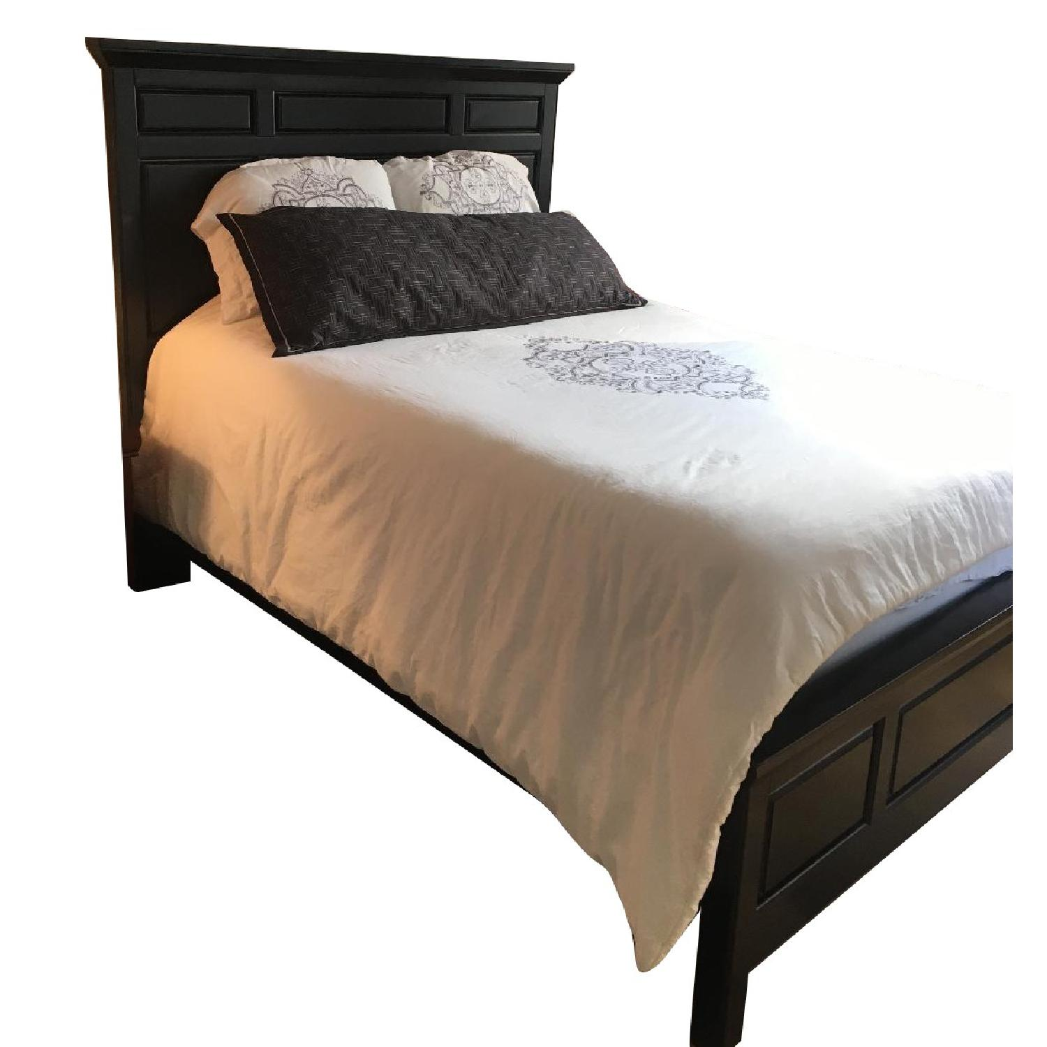 Image of: Tall Black Queen Size Bed Frame Aptdeco