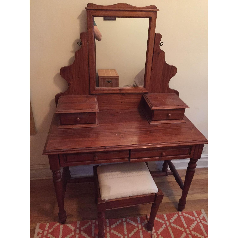 Vanity w/ Seat - image-1