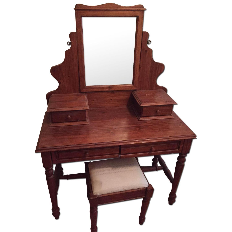 Vanity w/ Seat - image-0