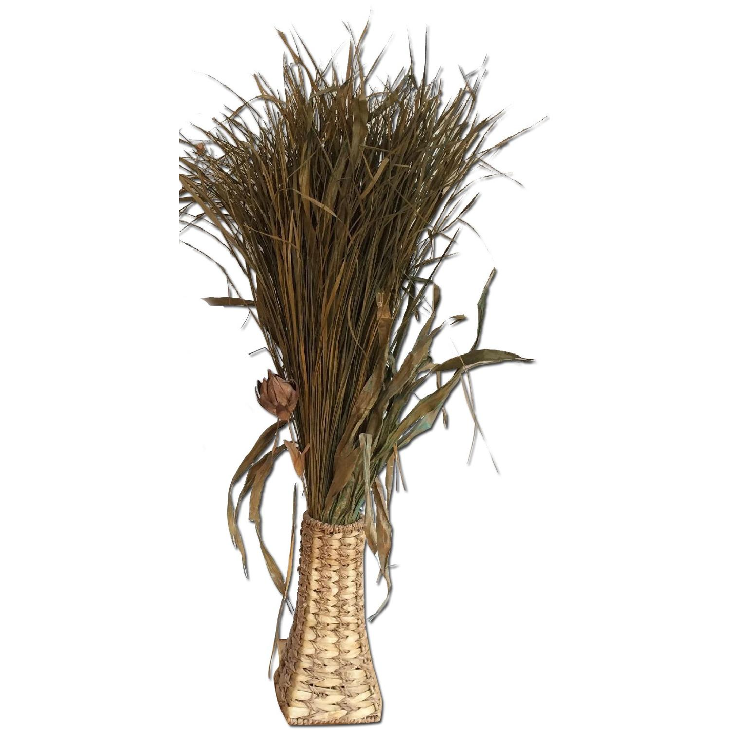 Dried Plant Leaves & Woven Baskets - image-0