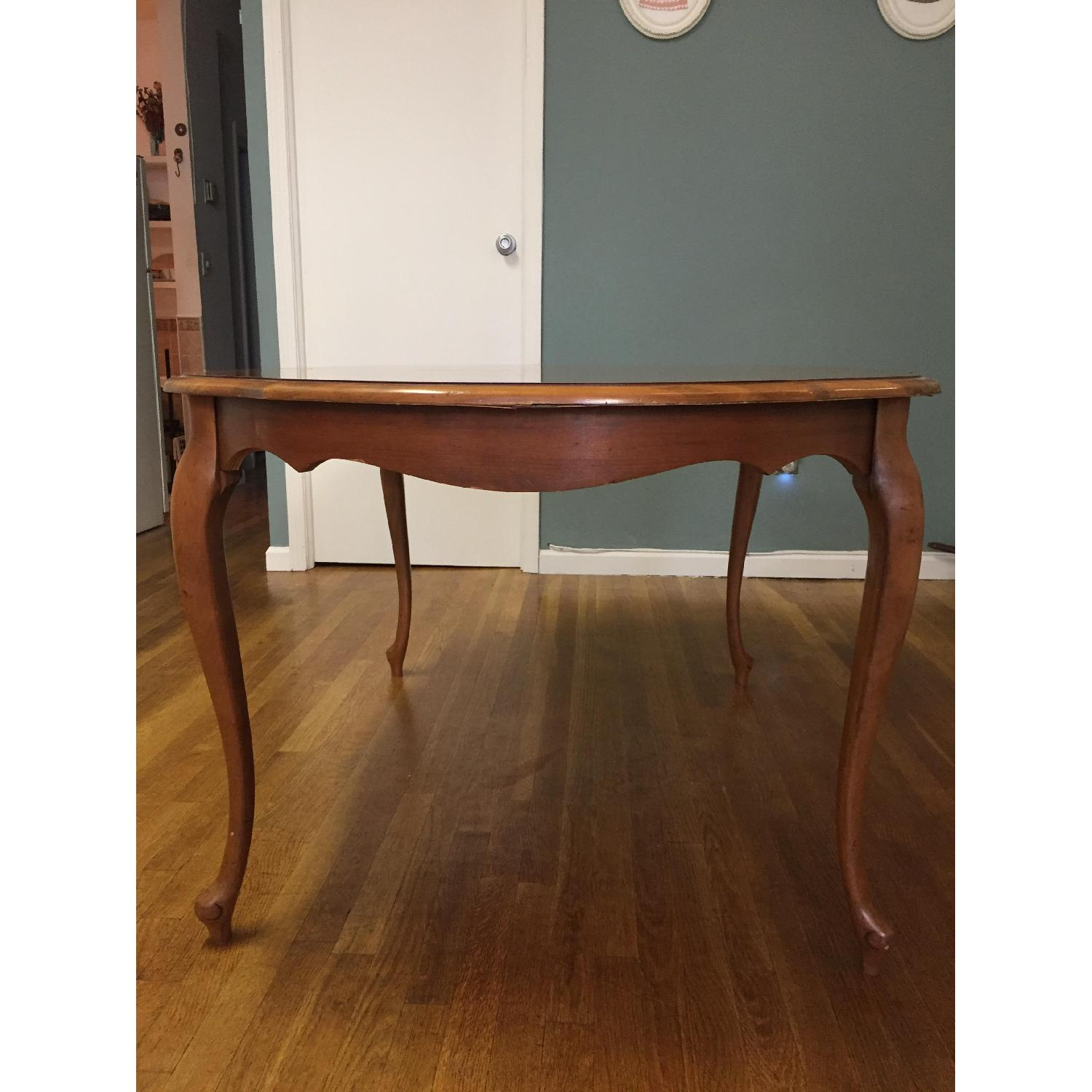Mid-Century Queen-Anne Leg Dining Table - image-4