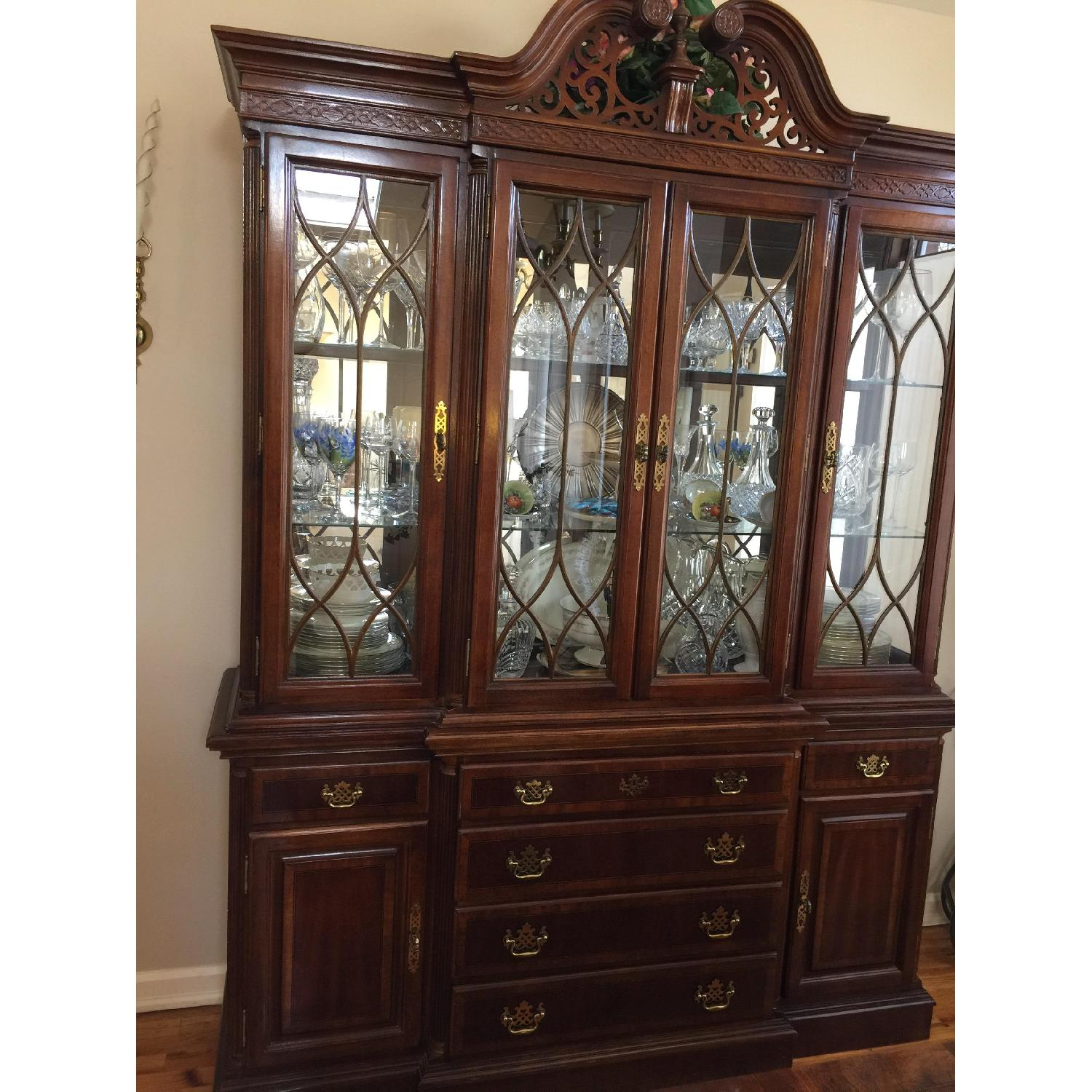 Broyhill Queen Anne Traditional Breakfront/China Cabinet ...