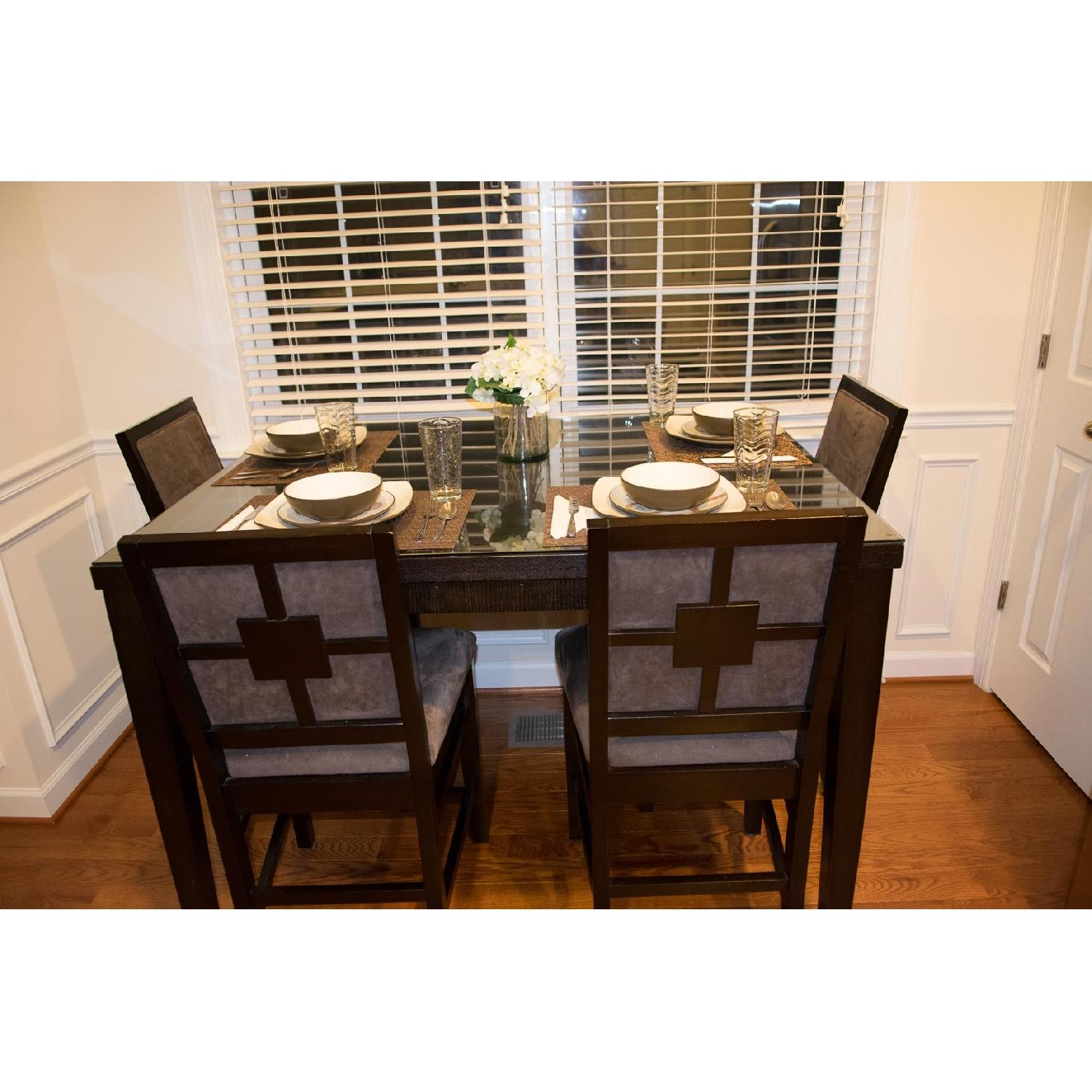 Value City Furniture Espresso High Top Expandable Dining Room Table w/ 4  Chairs