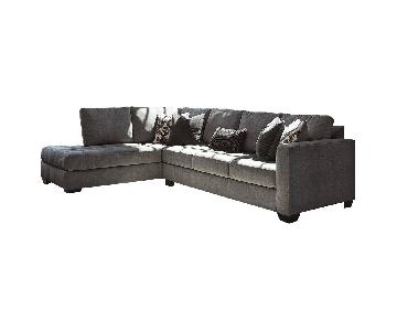 Ashley Owensbe 2-Piece Sectional Sofa in Grey