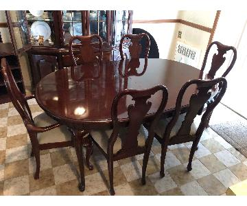 Thomasville Cherry Wood Extendable Dining Table w/ 6 chairs