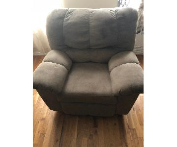 Jennifer Convertibles Reclining Chair