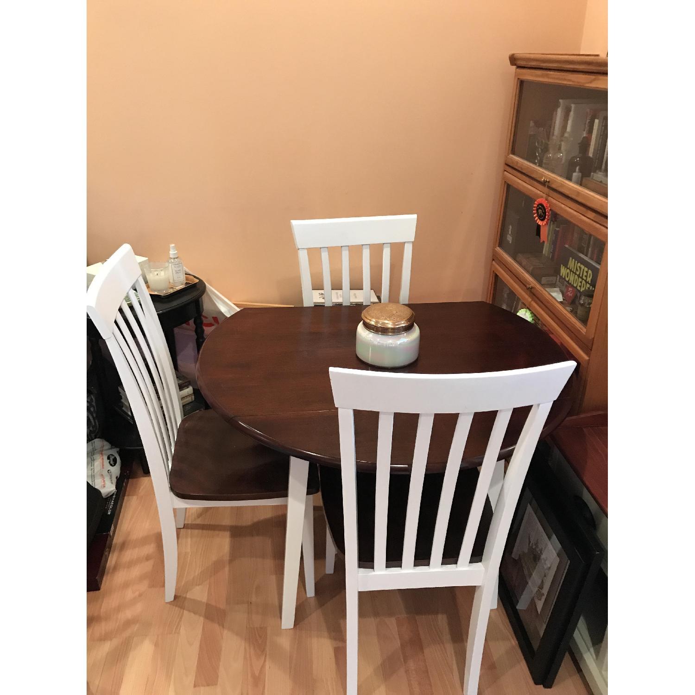 Round Wood Dining Room Table W Chairs AptDeco - Round wooden dining table and 4 chairs