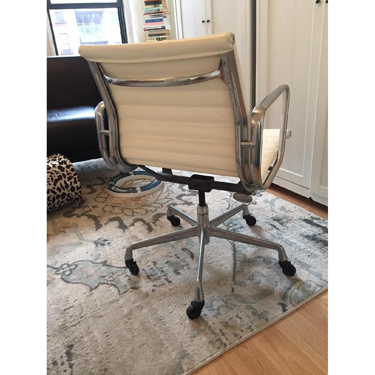 Eames Office Group Management Chair