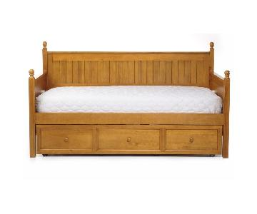 Casey II Wood Daybed w/ Ball Finials & Roll-Out Trundle