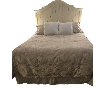 Broyhill Bares Queen Size Bed