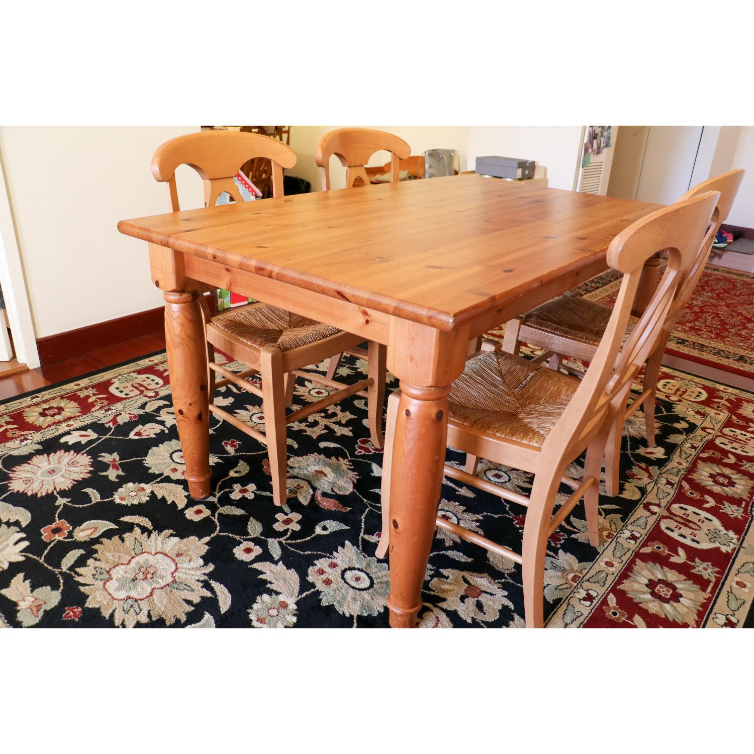 Pottery Barn Dining Room Table w/ 4 Chairs