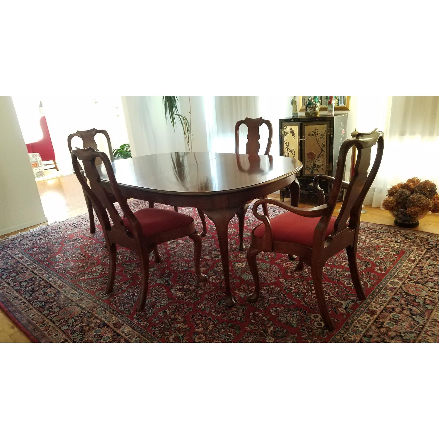 Hickory Chair Co. Expandable Dining Table W/ 6 Chairs ...
